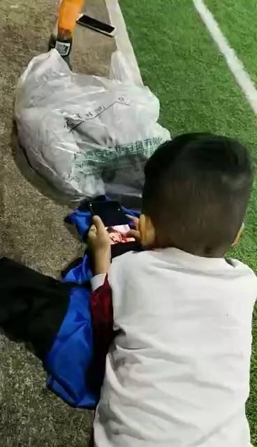 手机没藏好啊