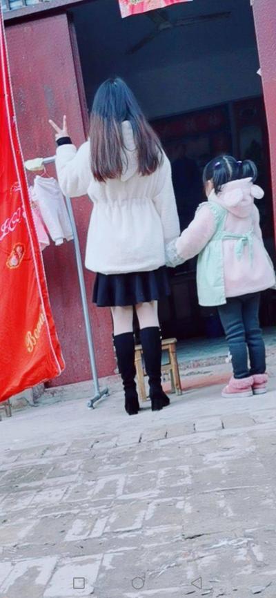 和小侄女一起玩耍 ..
