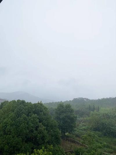 早安,下雨天,空 ..