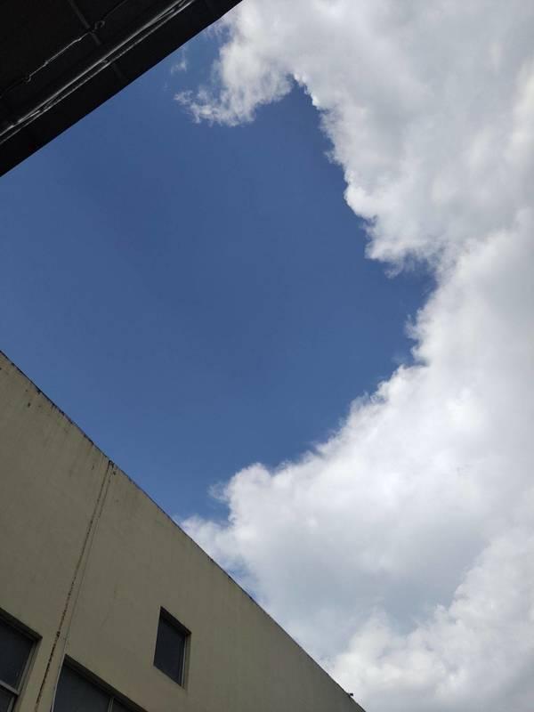 天空的颜色其实蛮特别 ..